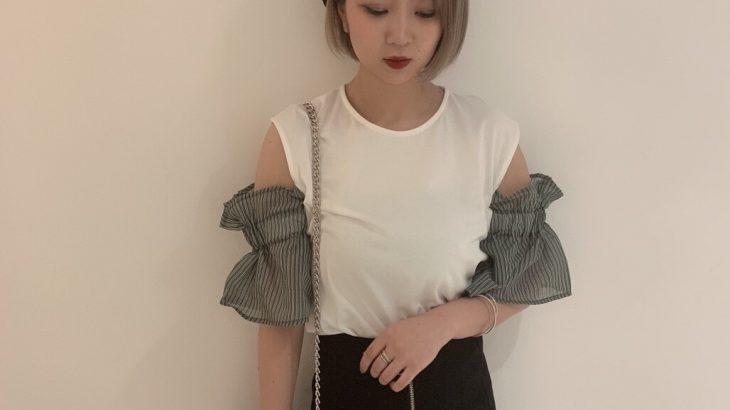 袖が可愛いデザインTOPS